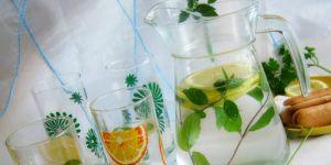 Cytrynowa woda z miętą