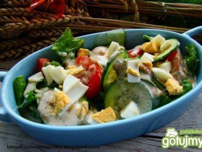 Szybka smaczna sałatka warzywna z sosem Cezara -polecam