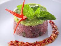 Tatar z tuńczyka z chilli i awokado