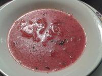 Buraczkowa zupa z tartych warzyw