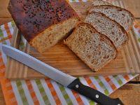 Chleb z ziemniakami, czarnuszką i cebulą