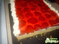 Ciasto z kremówką i truskawkami