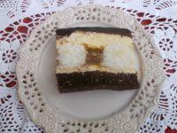 Ciasto z kulkami kokosowymi i kajmakiem
