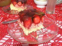Ciasto z masa truskawkową i truskawkami