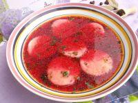 Czerwony barszczyk z ziemniaczanymi kółeczkami