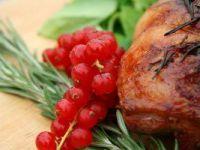 Delikatny udziec jagnięcy z rozmarynem