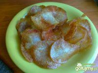 Domowe paprykowe chipsy z młodych ziem.