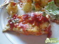 Dorsz zapiekany w sosie pomidorowym