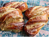 Drożdżowe bułki z serem