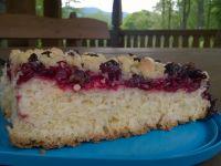 Drożdżowe ciasto z owocami i kruszonką