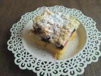 Drożdżowe ciasto z porzeczką i  borówkami