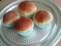 Drożdżowe muffinko-bułeczki z marmoladą truskawkow