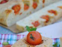 Drożdżowy chlebek  z pomidorkami koktajlowymi