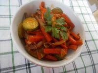 Duszone warzywa z sosem chili