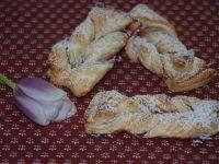 Ciasteczka -faworki z ciasta francuskiego