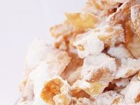 Faworki z cukrem waniliowym