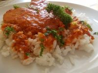 Filet z indyka pod sosem marchwiowo-pomidorowym