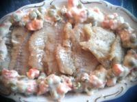 Filety z mintaja w marchewce z groszkiem