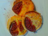Francuskie tartaletki z serem i figami