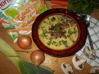 Serowa zupa grzybowa z włoszczyzną