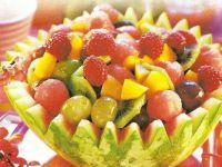 Grecka sałatka owocowa w arbuzie