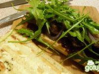 Grillowana kanapka z wołowiną i chutney