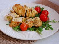 Grillowana pierś kurczaka z rukolą i pomidorkami