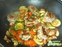 Gulasz warzywny z mięsnym kulkami