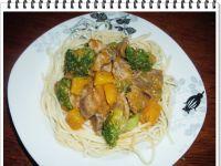 Gulasz z żołądków drobiowych z dynią i brokułem