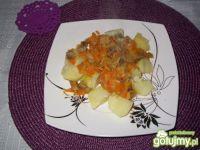 Gulasz z żołądków i marchwi