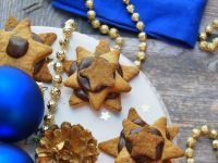 Imbirowe gwiazdki z kremem czekoladowym