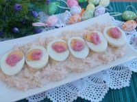 Jajka na żurawinowowo-chrzanowej pierzynce