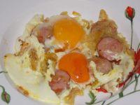 Jajka sadzone na kiełbasie i cebuli