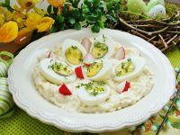 Jajka w chrzanowo-jabłkowym sosie