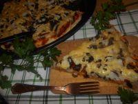 Jogurtowa pizza z pieczarkami