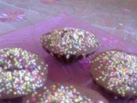Kakaowe babeczki z kolorową posypką