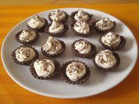 Kakaowe babeczki z kremem kawowym