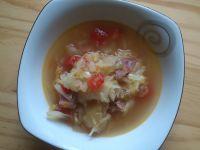 Kapuśniak z białej kapusty ze świeżymi pomidorami