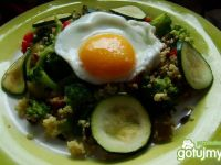 Kasza jaglana z brokułem i jajkiem