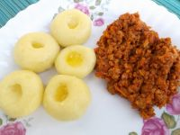 Kluski śląskie z mięsno-warzywnym sosem