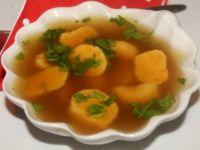 Kluski z gotowanej marchewki i manny do rosołu