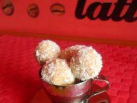 Kokosowe kuleczki na herbatnikach z migdałem