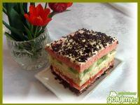Kolorowe ciasto z warstwami