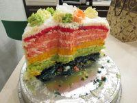 Kolorowy tort z kremem cytrynowym