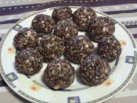 Kuleczki owsiane z kokosem i rodzynkami