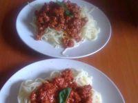 Makaron spaghetti z sosem