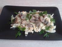 Makaron z sosem śmietanowo- pieczarkowym
