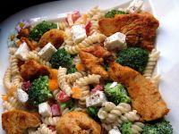 Makaronowa sałatka z kurczakiem i fetą