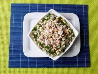 Makaronowa sałatka z mięsem i pieczarkami