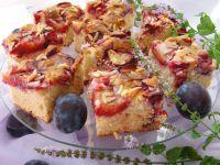 Marcepanowe ciasto z śliwkami